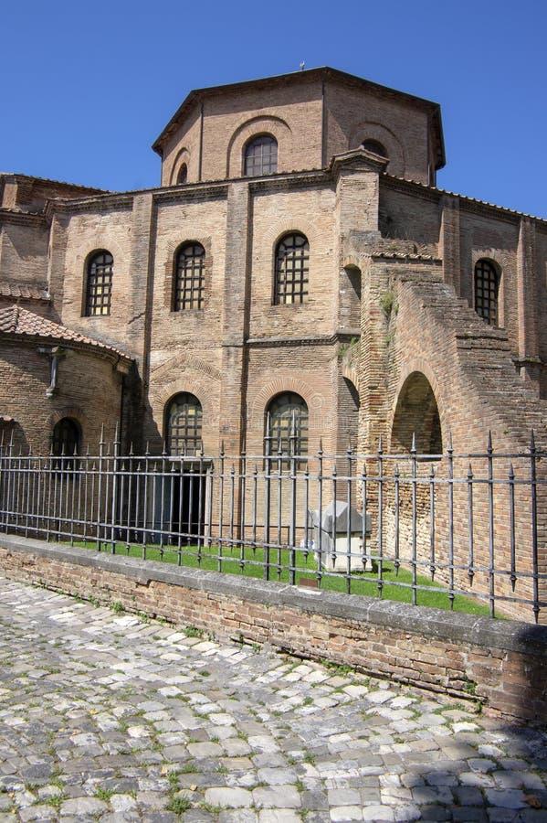 Ravenna/ITALIEN - Juni 20, 2018: San Vitale Basilica som f?rbluffar h?rlig historisk byggnad, st?lle av intresse arkivfoto