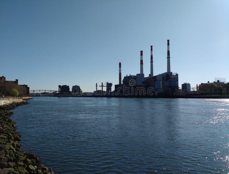 Ravenswood производя станцию от острова Рузвельта, NYC, NY, США стоковое изображение rf