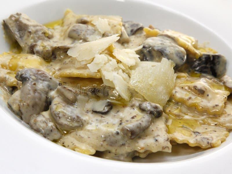Ravioli avec des champignons de couche DOF peu profond photos stock