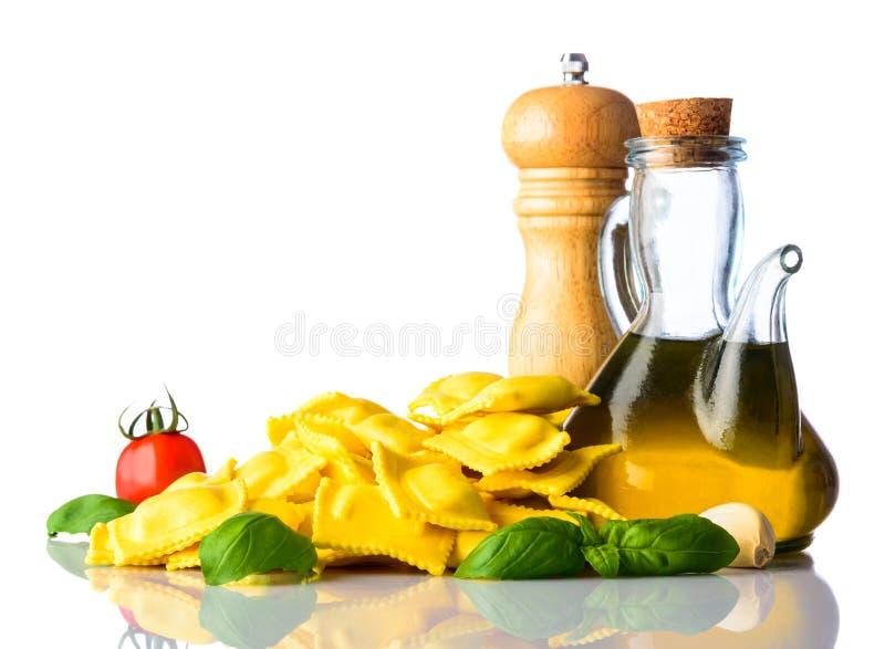 Ravioli italiano do alimento da culinária no fundo branco imagem de stock royalty free