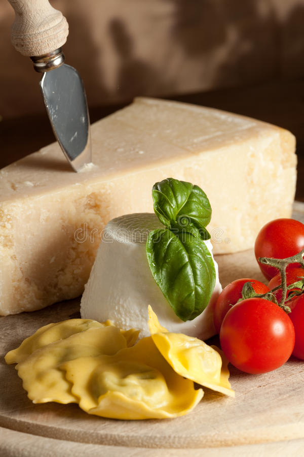 Ravioli met ricotta en Tomaten royalty-vrije stock fotografie