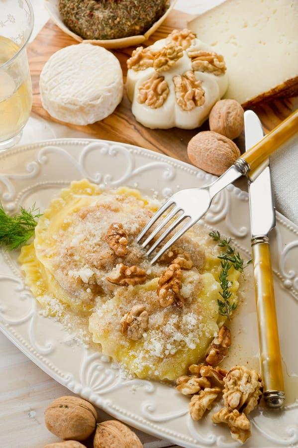 Download Ravioli Nuts com Parmesão foto de stock. Imagem de gourmet - 16873300