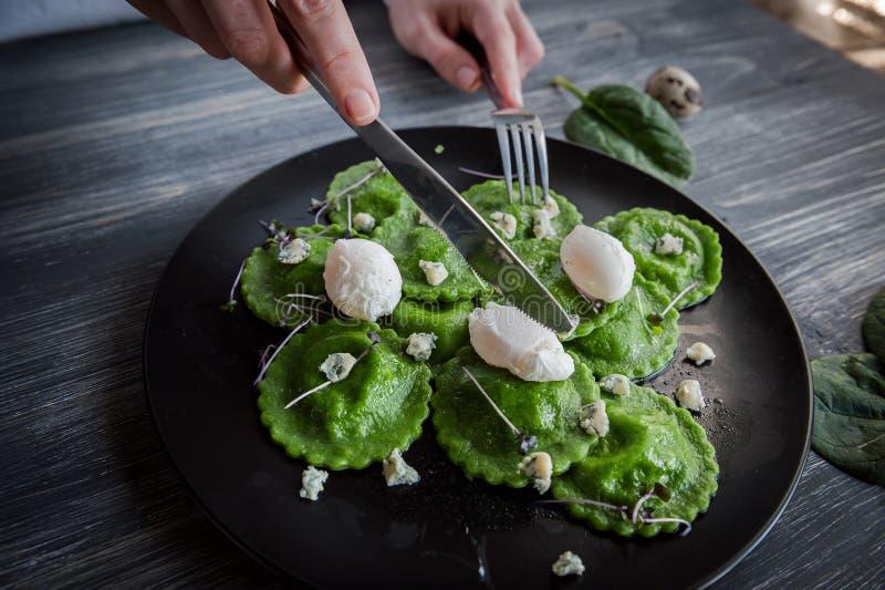 Ravioli verdi deliziosi immagini stock