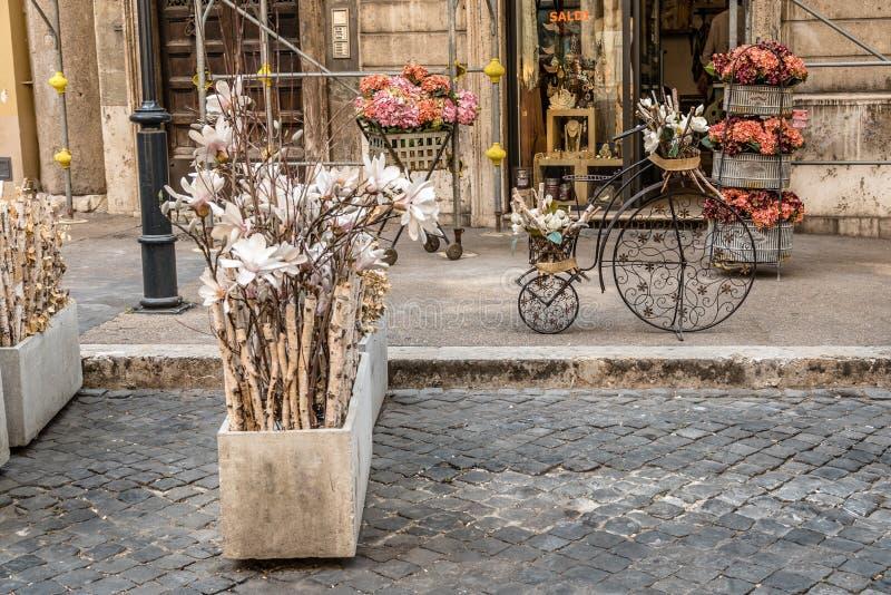 Ravissez à la boutique d'antiquités à Rome photos stock