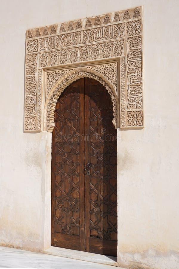 Ravissez le détail, la cour des myrtes, Alhambra, Grenade, Espagne image libre de droits