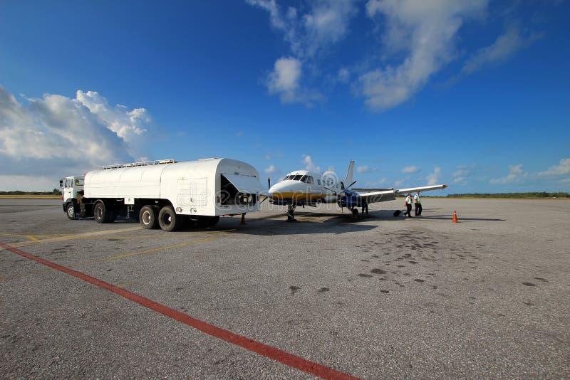 Ravitaillement d'avions photographie stock