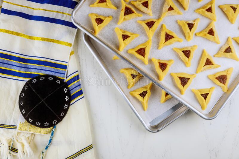Raw jewish cookies on oven tray with kippa and tallit stock image