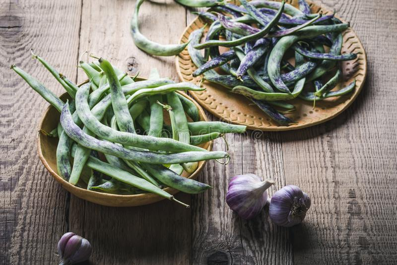 Raw organic rattlesnake beans, plant based food. Raw organic homegrown rattlesnake beans, heirloom vegetables in ceramic plate, plant based food, close up stock photos