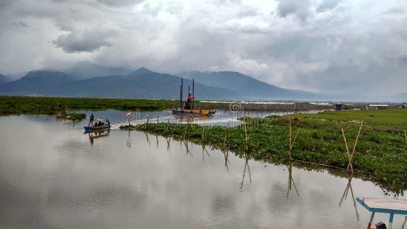 Rawa, das See einsperrt lizenzfreies stockbild