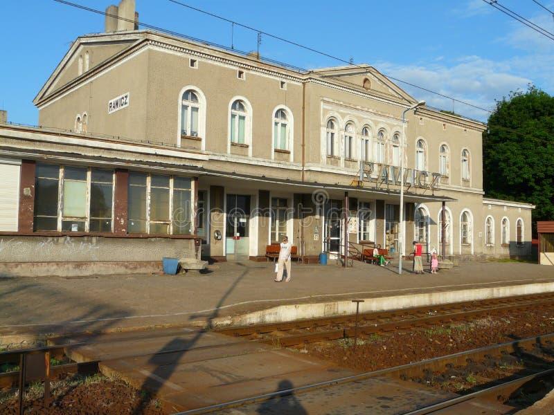 Rawicz , Polen-järnvägsstationen i staden Rawicz royaltyfria bilder