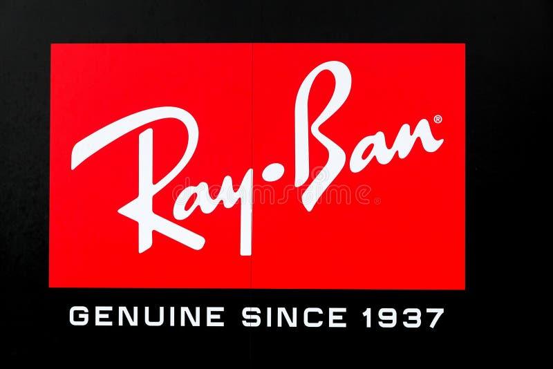 Ray-Ban-embleem op een muur royalty-vrije stock afbeeldingen