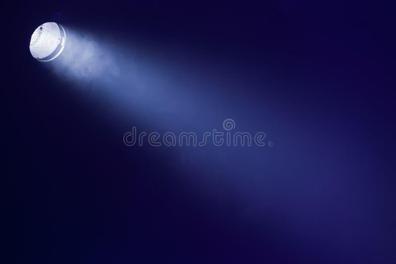 Ray da luz cênico sobre o fundo preto imagem de stock royalty free