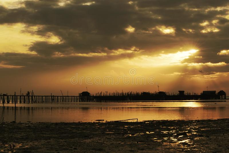 Ray de coucher du soleil de lumière photo stock