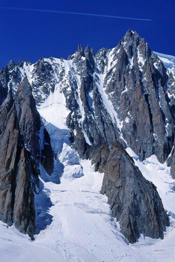 Raya del jet sobre Mt. Blanc imagen de archivo