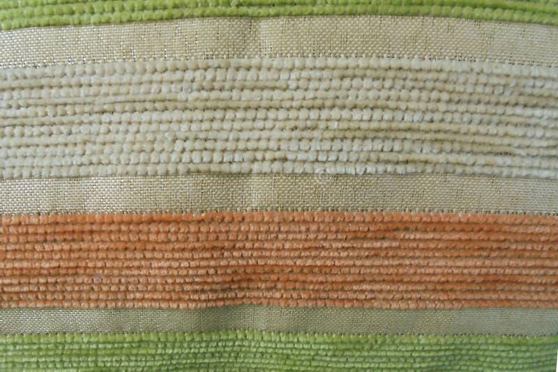 Rayas beige verdes anaranjadas en la tapicería Textura de la tela imagen de archivo