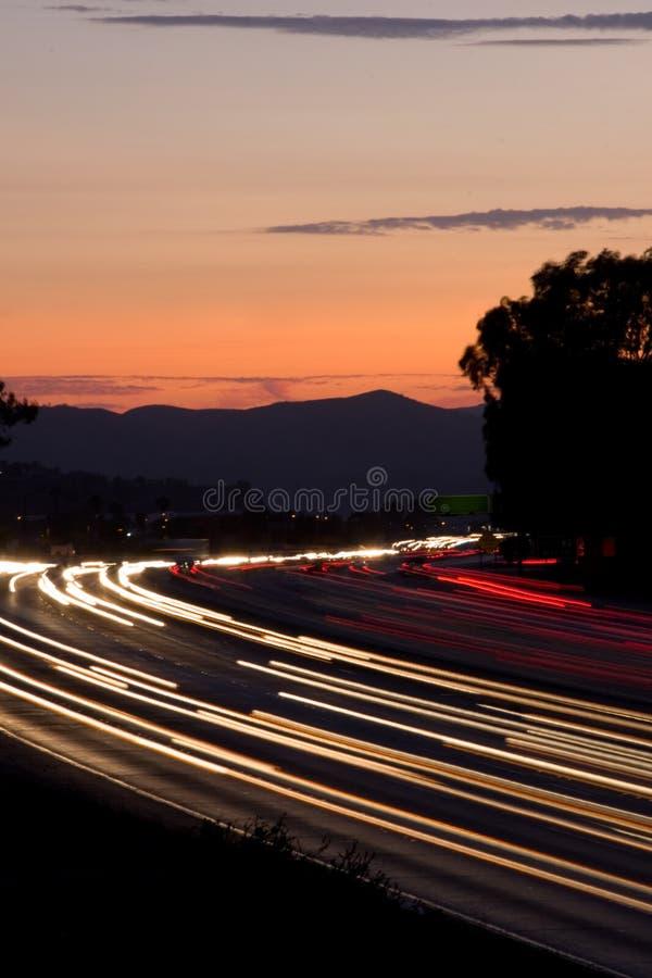 Rayas crepusculares del tráfico fotos de archivo