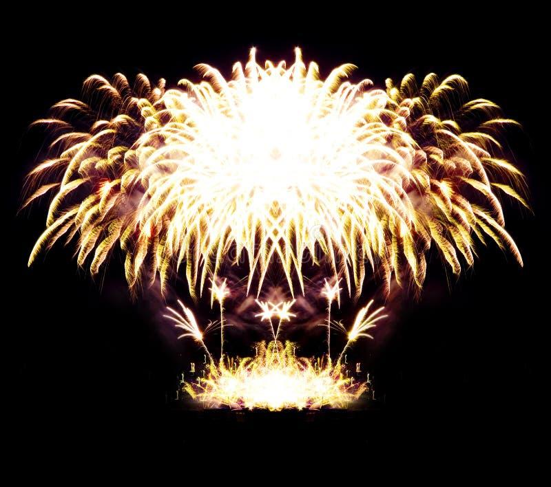 Rayas del fuego artificial en el cielo nocturno, celebración foto de archivo libre de regalías