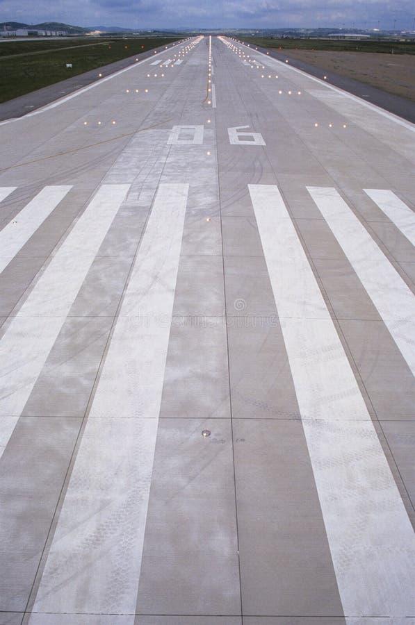 Rayas en pista del aeropuerto imagen de archivo