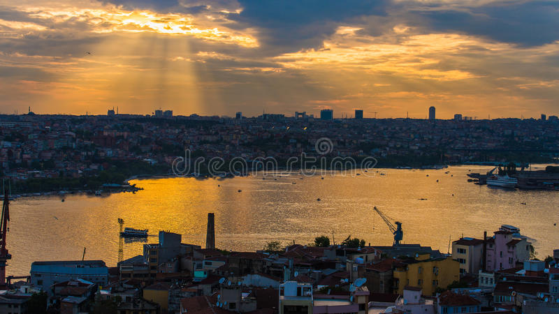 Raylight πέρα από τη Ιστανμπούλ στοκ φωτογραφία