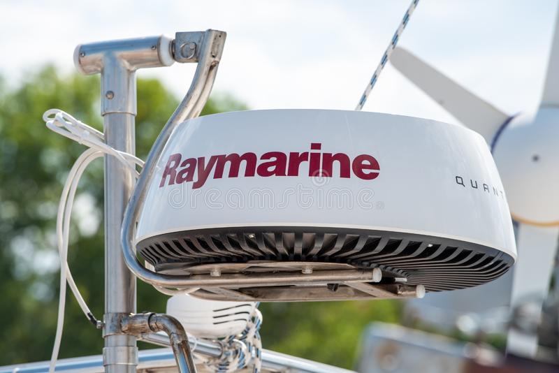 Raymarine WiFi脉冲压缩雷达天线 免版税库存照片