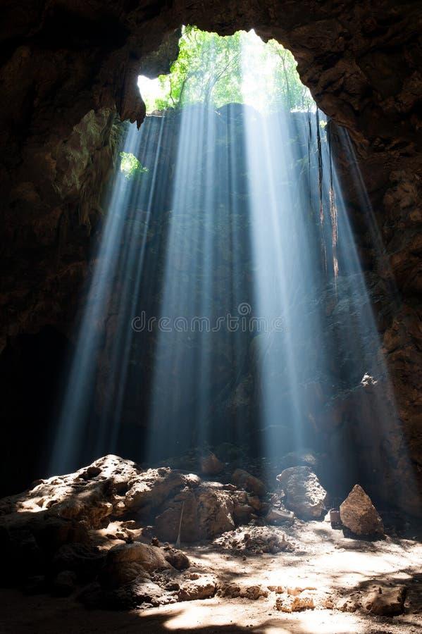 Rayo de sol en cueva imágenes de archivo libres de regalías