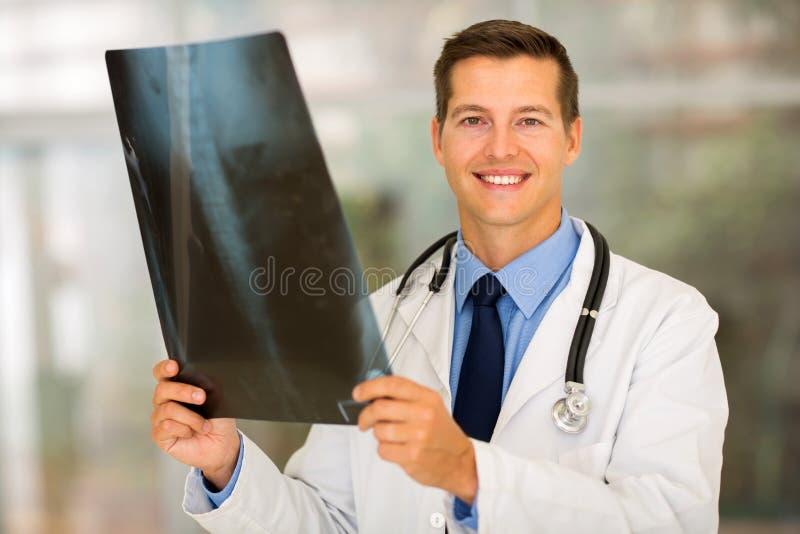 Rayo del x del paciente del médico imagenes de archivo