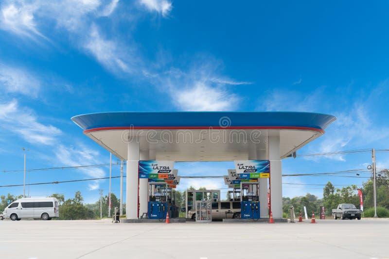 Rayong /Thailand - Januari 16, 2019: Ptt-bensinstation PTT Allmänhet begränsade Företag eller PTT är enkelt en thailändsk tillstå royaltyfria foton