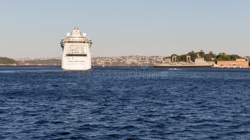 Rayonnement de bateau de croisière des mers, Australie photographie stock