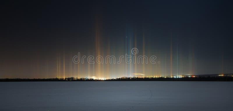 Rayonnement multicolore dans l'atmosphère un phénomène naturel images libres de droits