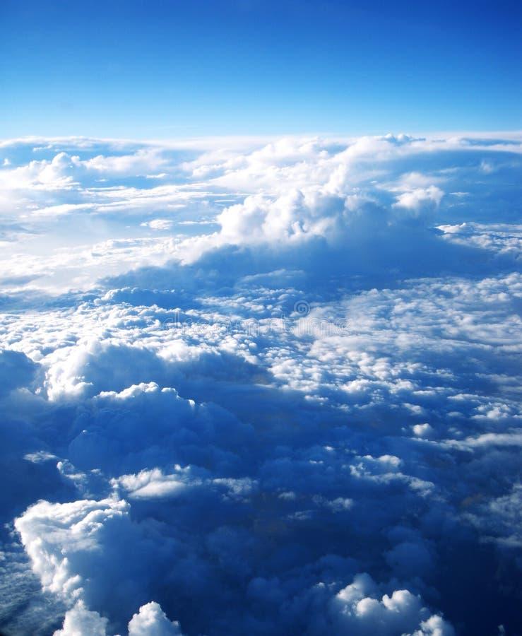 Rayons et nuages de Sun photos stock