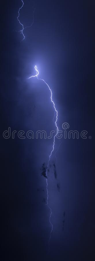 Rayons pendant la nuit photographie stock