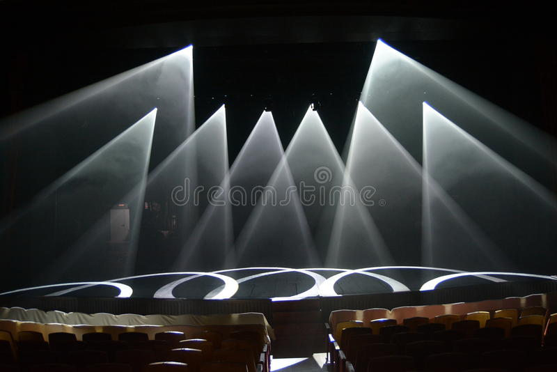 Rayos de la luz en la etapa durante la demostración fotografía de archivo