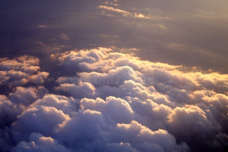 Rayos de Sun con las nubes fotos de archivo