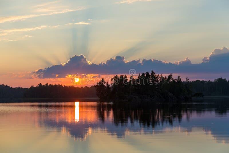 Rayos del sol poniente fotografía de archivo libre de regalías