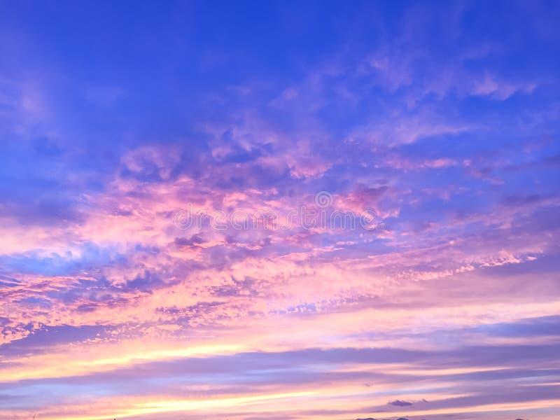 Rayos hermosos del sol de la puesta del sol imagenes de archivo