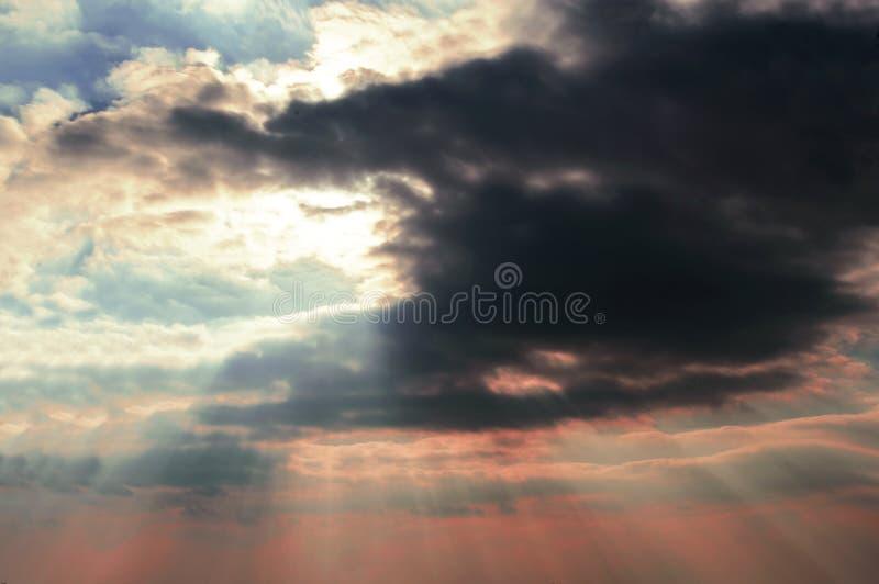 Rayos y nubes tormentosas 01 de Sun imágenes de archivo libres de regalías
