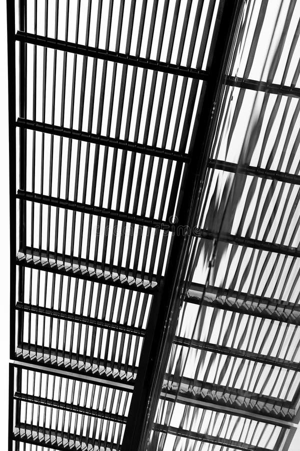 Rayures noires et blanches dans une structure images stock
