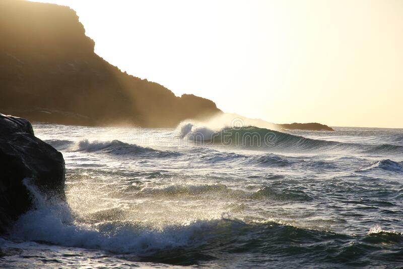 Raz-de-marée Près De Pâtée De Montagne Pendant La Journée Domaine Public Gratuitement Cc0 Image