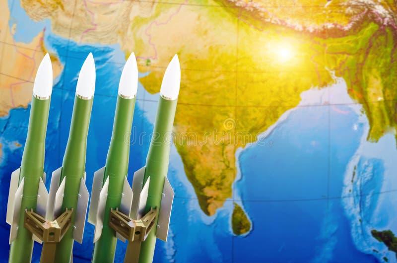 Raza de armas, armas nucleares, la amenaza de la guerra en el mundo Rockets en el fondo de la India imagen de archivo