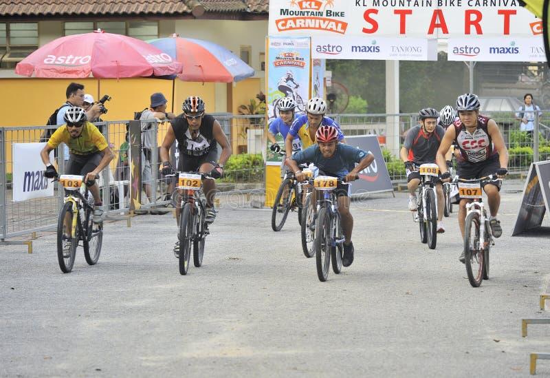 Download Raza de la bici de montaña foto editorial. Imagen de concentración - 7279886