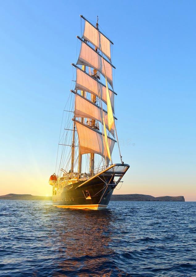 Raza de yate de la navegación yachting Yate de la navegación en el mar imagen de archivo