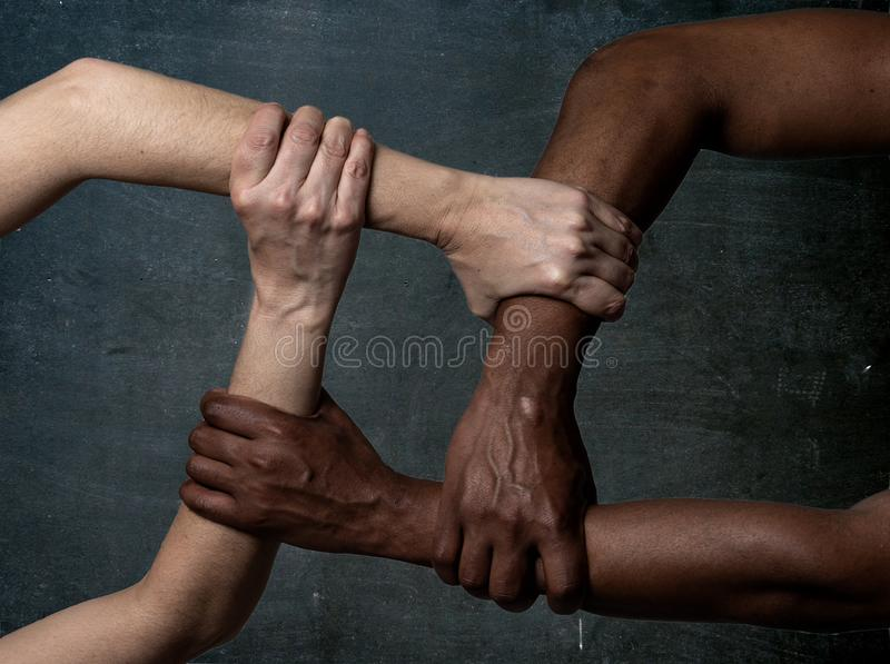 Razzismo di arresto, immagine concettuale contro intolleranza e distinzione fotografie stock libere da diritti
