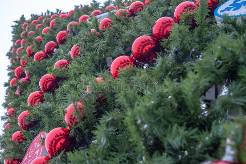 ?rbol de navidad artificial imagen de archivo libre de regalías
