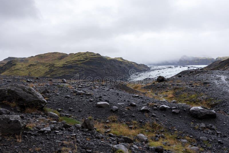 Rdalsjökull gletsjer Mà ½ achter de heuvels royalty-vrije stock afbeelding