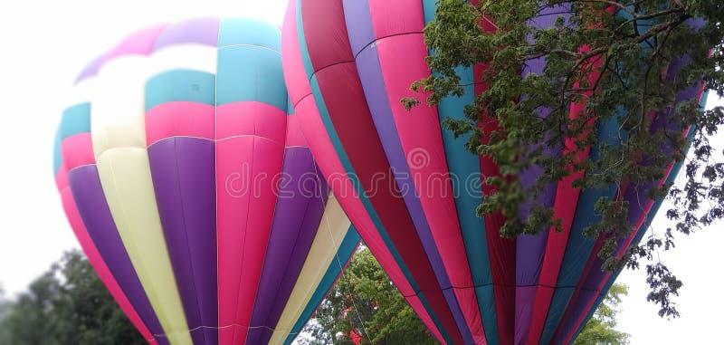Rdouble麻烦桃红色和puple热空气气球 免版税库存照片