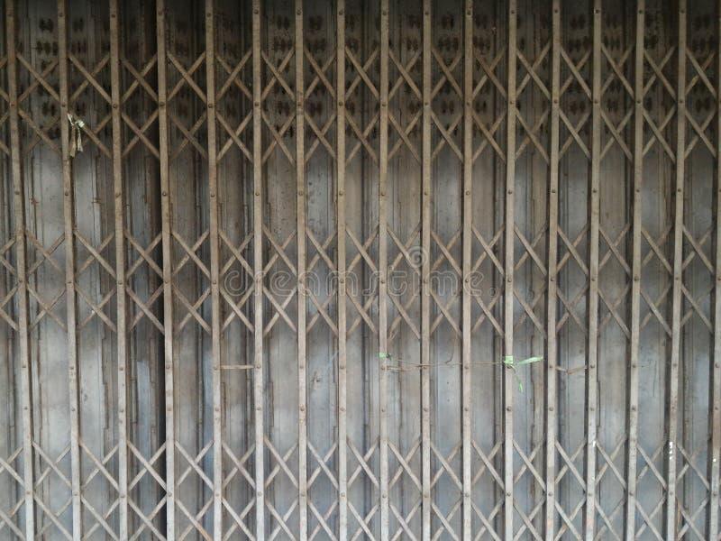 rdzewiejący falcowanie drzwiowy metal obraz stock