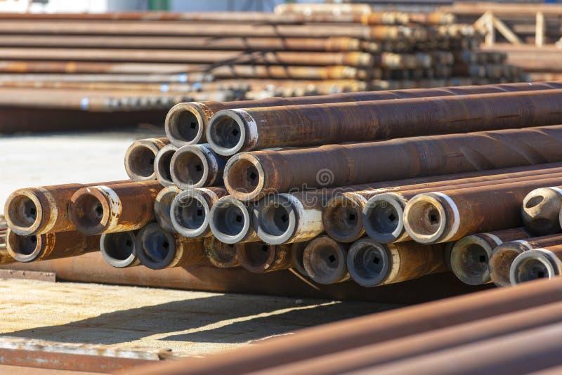 Rdzewiejący i Używać świderów kawałki Używać w przemysle paliwowym obraz stock