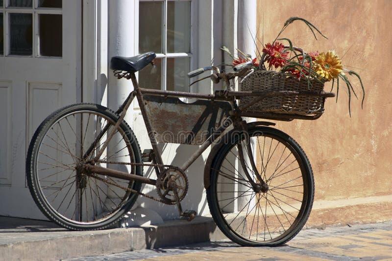 rdzewiejący rowerowy przewoźnik zdjęcia royalty free