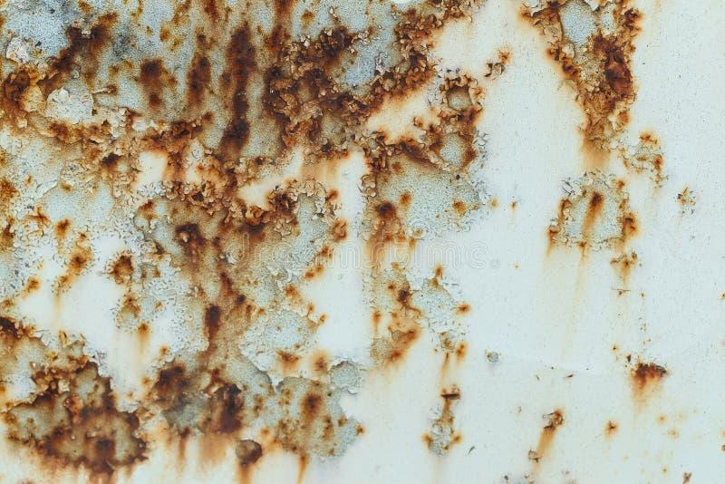 Rdzewieję malował metal ścianę Ośniedziały metalu tło z smugami rdza metal powierzchnia rdzewiałam dostrzega fotografia royalty free