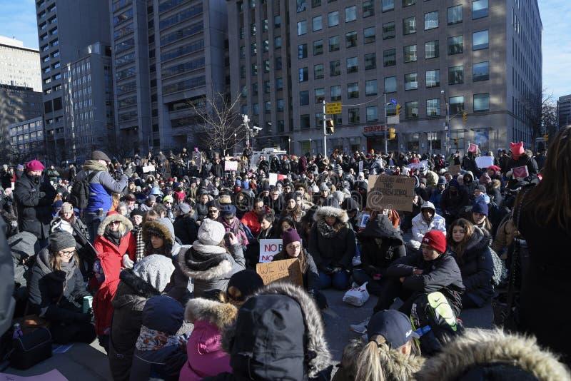 Reúnase contra la prohibición musulmán del ` s de Donald Trump en Toronto fotografía de archivo libre de regalías
